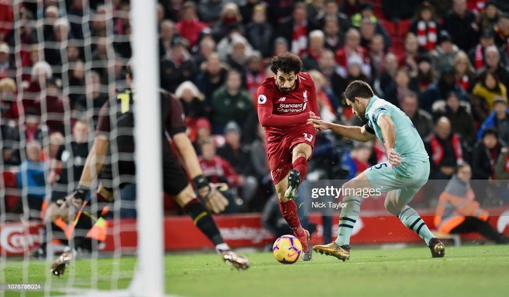 Liverpool FC v Arsenal FC - Premier League : Fotografía de noticias