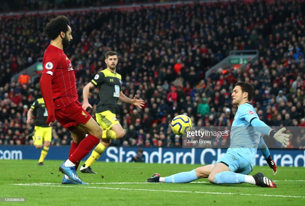 Liverpool FC v Southampton FC - Premier League : Fotografía de noticias