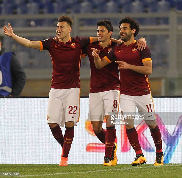 Mohamed Salah with his teammates Diego Perotti and Stephan El Shaarawy of AS Roma celebrates after scoring the team's fourth goal during the Serie A...