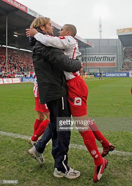 Mohamed Zidan and Headcoach Juergen Klopp of Mainz celebrate Zidans 21 goal during the Bundesliga match between FSV Mainz 05 and Energie Cottbus at...