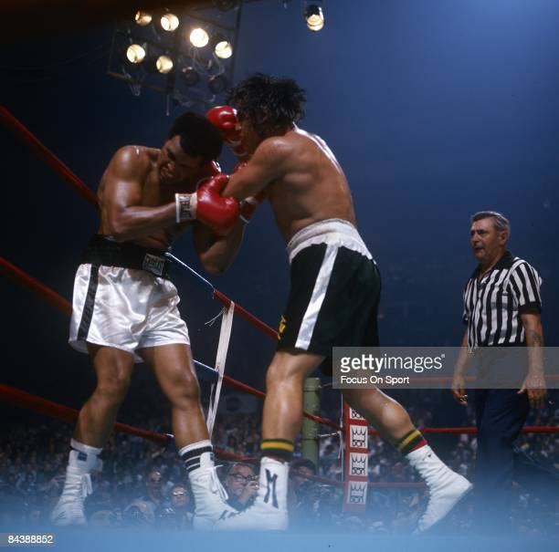 Mohammad Ali tries to tie up Alfredo Evangelista during a WBC/WBA heavyweight championship fight on May 16, 1977 at the Capital Center in...