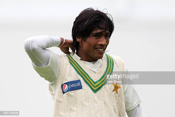 Mohammad Amir of Pakistan adjusts his collar during day one of the 4th npower Test Match between England and Pakistan at Lord's on August 26, 2010 in...
