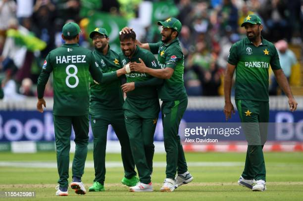 Mohammad Amir of Pakistan celebrates taking the wicket of Mitchell Starc of Australia with his teammates during the Group Stage match of the ICC...