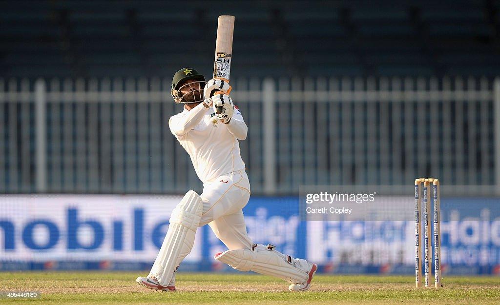 Pakistan v England - 3rd Test: Day Three : News Photo