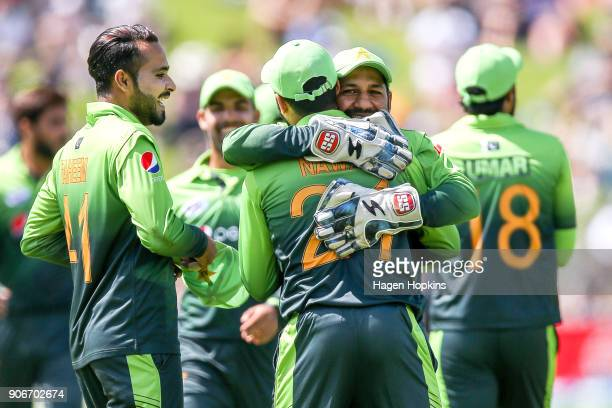 Mohammad Nawaz of Pakistan celebrates with Sarfraz Ahmed after taking the wicket of Colin Munro of New Zealand during game five of the One Day...