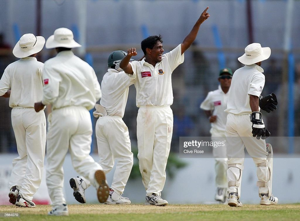 Mohammad Rafique of Bangladesh celebrates : ニュース写真
