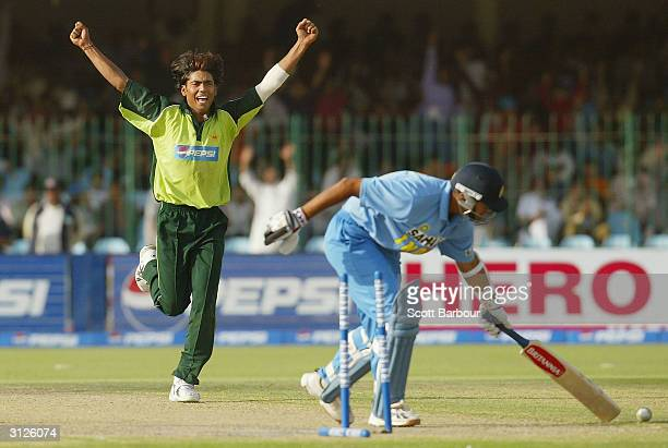 Mohammad Sami of Pakistan celebrates after dismissing Rahul Dravid of India during the fifth Pakistan v India oneday international match played at...