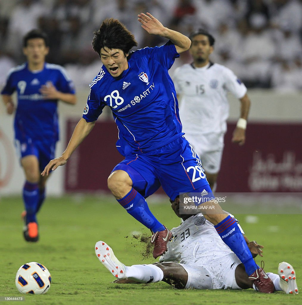 Mohammed Kasoula of Qatar's Al-Sadd club (back) challenges Ha Tae Goon of South Korea's Suwon Samsung Bluewings during their AFC Champions League football match at Al-Sadd stadium in Doha on October 26, 2011.