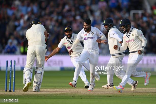 Mohammed Shami, Mohammed Siraj, Cheteshwar Pujara and KL Rahul of India celebrate victory as Jimmy Anderson of England is bowled during the Second...