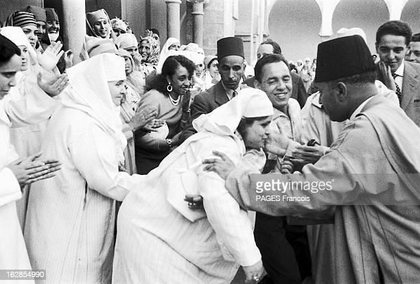 Mohammed V Receives A Delegation Of Moroccan Women In His Palace Of Rabat Le sultan du Maroc Mohammed BEN YOUSSEF partisan de l'émancipation de la...