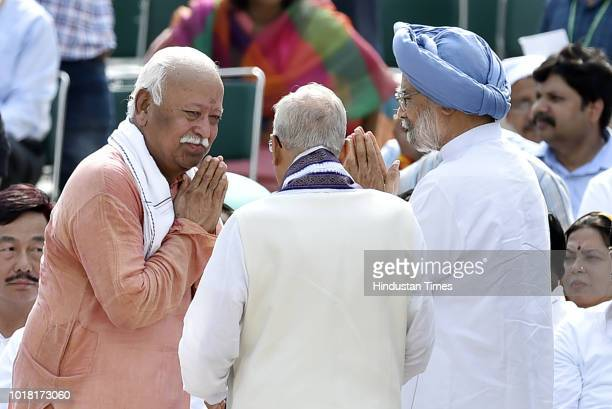 Mohan Bhagwat chief of RSS along with Murli Manohar Joshi BJP Leader and Manmohan Singh Former Prime Minister of India seen during the cremation...
