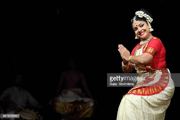 mohiniyattam - kerala stock pictures, royalty-free photos & images