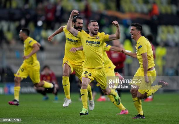Moi Gomez of Villarreal celebrates following their team's victory in the penalty shoot out during the UEFA Europa League Final between Villarreal CF...