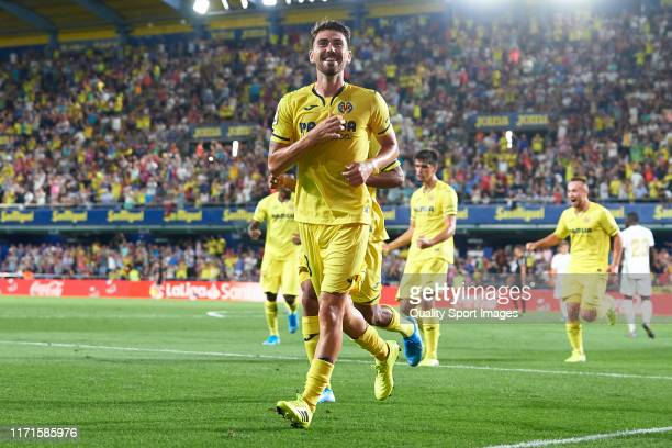 Moi Gomez of Villarreal CF celebrates after scoring his team's second goal during the Liga match between Villarreal CF and Real Madrid CF at Estadio...