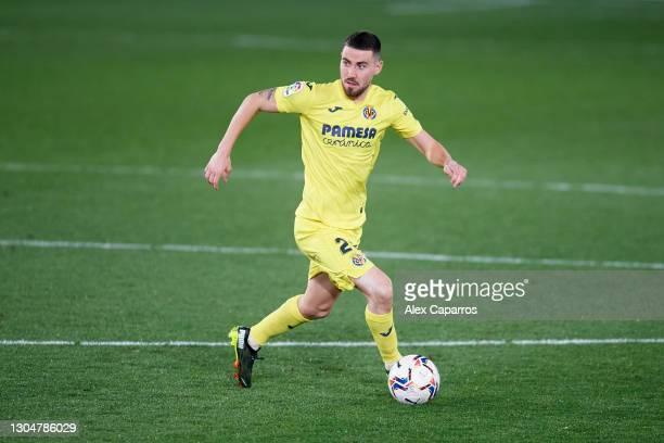 Moi Gomez of Villarreal CF runs with the ball during the La Liga Santander match between Villarreal CF and Atletico de Madrid at Estadio de la...