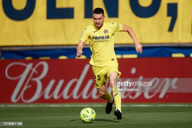 Moi Gomez of Villarreal CF runs with the ball during the La Liga Santander match between Villarreal CF and Sevilla FC at Estadio de la Ceramica on...