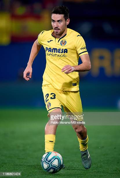 Moi Gomez of Villarreal in action during the Liga match between Villarreal CF and Club Atletico de Madrid at Estadio de la Ceramica on December 6...