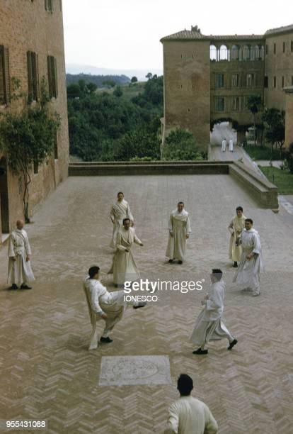 Risultati immagini per cloitre de l abbaye de monte oliveto maggiore