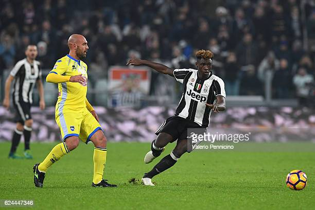 Moise Kean in action against Simone Bruno of Pescara Calcio during the Serie A match between Juventus FC and Pescara Calcio at Juventus Stadium on...