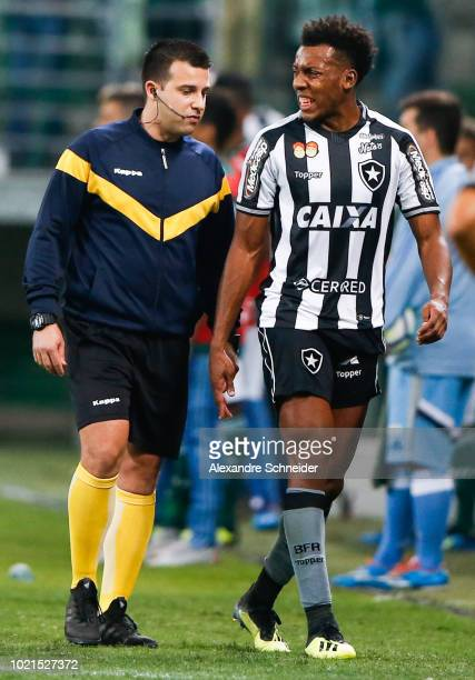 Moises of Botafogo leaves the pitch during the match against Palmeiras for the Brasileirao Series A 2018 at Allianz Parque Stadium on August 22 2018...