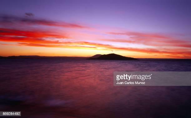 mokoia island, lake rotorua, north island, new zealand, oceania - rotorua stock pictures, royalty-free photos & images
