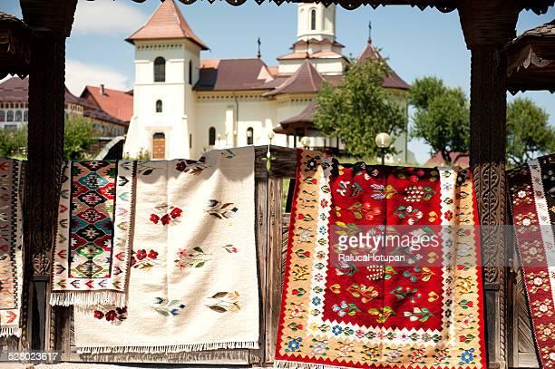 moldavian traditional carpets - moldavia fotografías e imágenes de stock