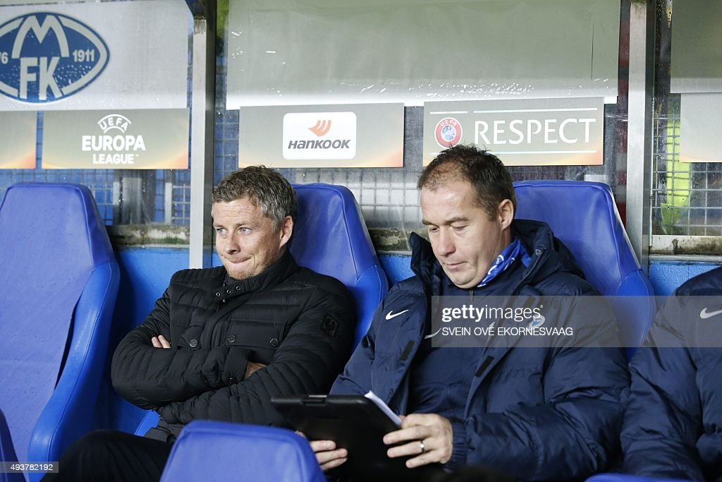 Molde's manager Ole Gunnar Solskjaer (L) sits on the bench during the UEFA Europa Leage football match Molde FK vs Celtic FC in Molde on October 22, 2015.