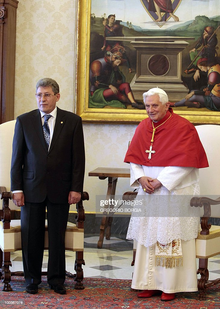 Moldovan interim President Mihai Ghimpu (L) poses with Pope Benedict XVI on May 24, 2010 during a private audience in the pontiff's private library at the Vatican.