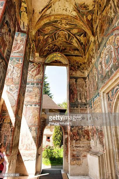 moldovita monastery - the entrance - moldavia fotografías e imágenes de stock