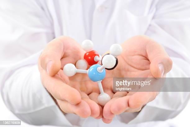 structure moléculaire dans les mains