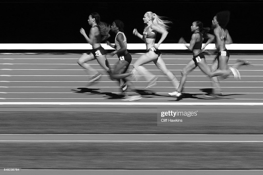 Molly Ludlow (C) runs in the first round of the Women's 800 Meters during the 2016 U.S. Olympic Track & Field Team Trials at Hayward Field on July 1, 2016 in Eugene, Oregon.