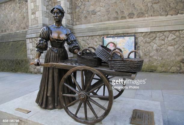 Molly Malone statue by Jeanne Rynhart 1988 Suffolk Street Dublin Ireland Republic of Ireland