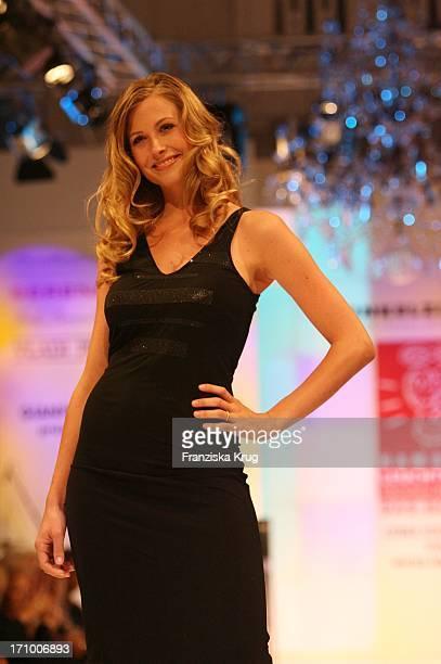 Molly Schade Als Model Bei Event Prominent Am 081006 Im Kempinski Atlantic Hotel In Hamburg