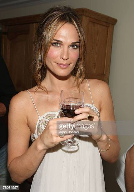 Molly Sims attend the dinner for Luxery Skincare Company Natura Bissa at a private residence on August 11 2007 in Malibu California