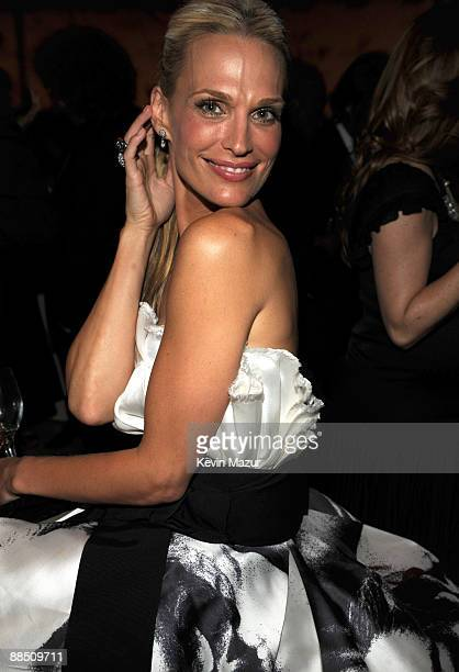 Molly Sims attends the 2009 CFDA Fashion Awards at Alice Tully Hall Lincoln Center on June 15 2009 in New York City