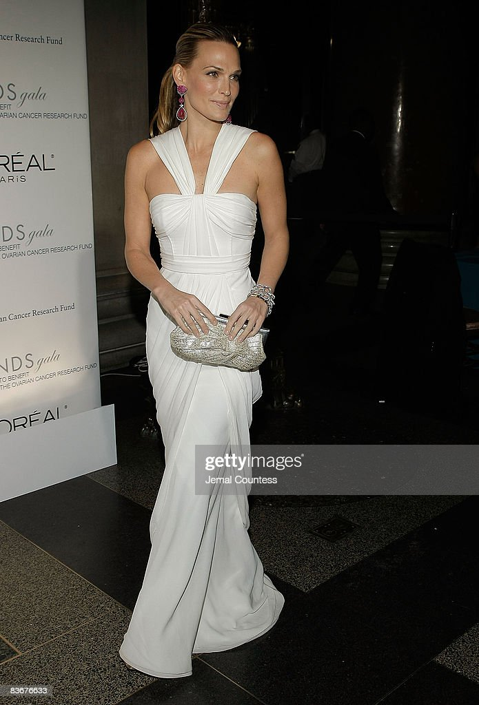 Molly Sims attends the L'Oreal Legends Gala to Benefit The Ovarian Cancer Research Fund at American Museum of Natural History on November 10, 2008 in New York City.