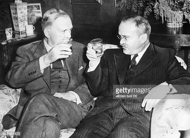 Molotow, Wjatscheslaw M. *09.03.1890-+ Politiker, UdSSR 1930-41 Vorsitzender des Rates der Volkskommissare 1939-49 und 1953-56 Aussenminister - mit...