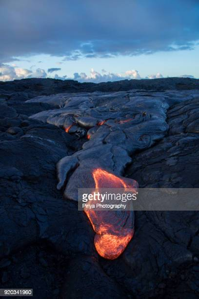 molten lava surface flow at big island - hawaii volcanoes national park stock pictures, royalty-free photos & images
