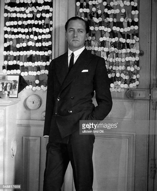 Molyneux, Edward - Fashion Designer, France *05.09.1891-+ - in his fashion couture house in Paris - 1930 - Photographer: James E. Abbe - Published...