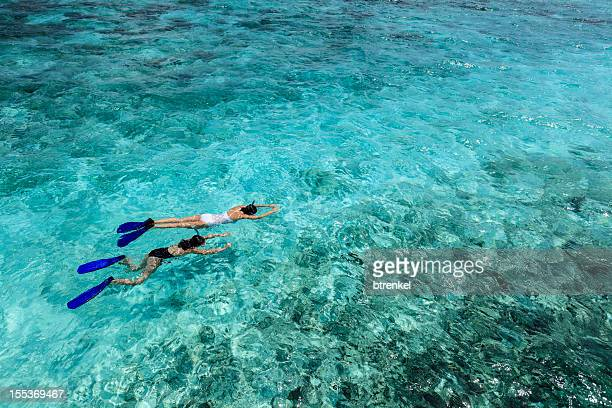 mom & daughter: snorkling during vacation - snorkeling stock pictures, royalty-free photos & images