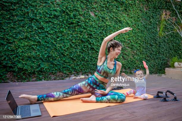mom and baby exercise together - home workout stock pictures, royalty-free photos & images