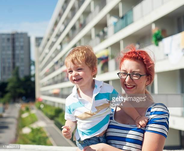 mom and baby - île de france photos et images de collection