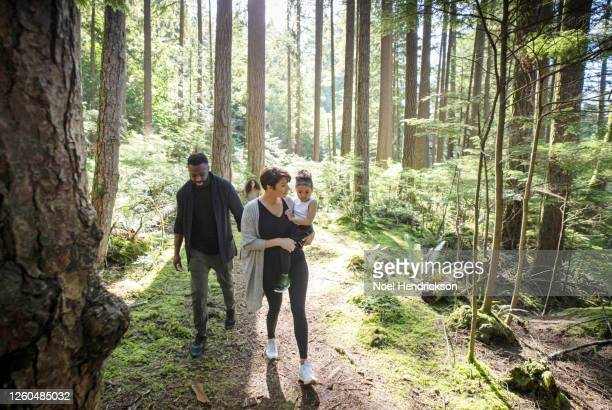 mom and dad hiking with their daughters - travel stock pictures, royalty-free photos & images