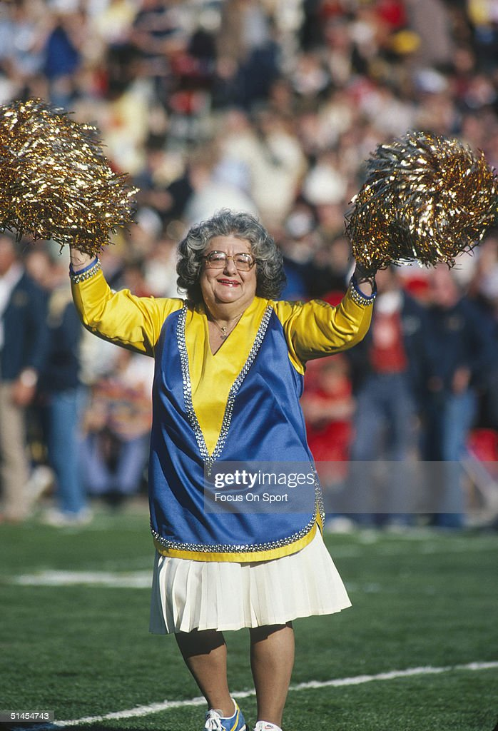 Mom Cheerleader For The Los Angeles Rams On The