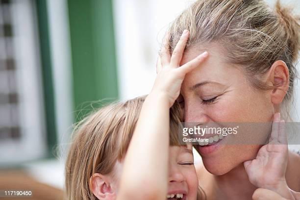 mom hugging kid - affettuoso foto e immagini stock
