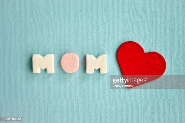 mom - muttertag herz stock-fotos und bilder