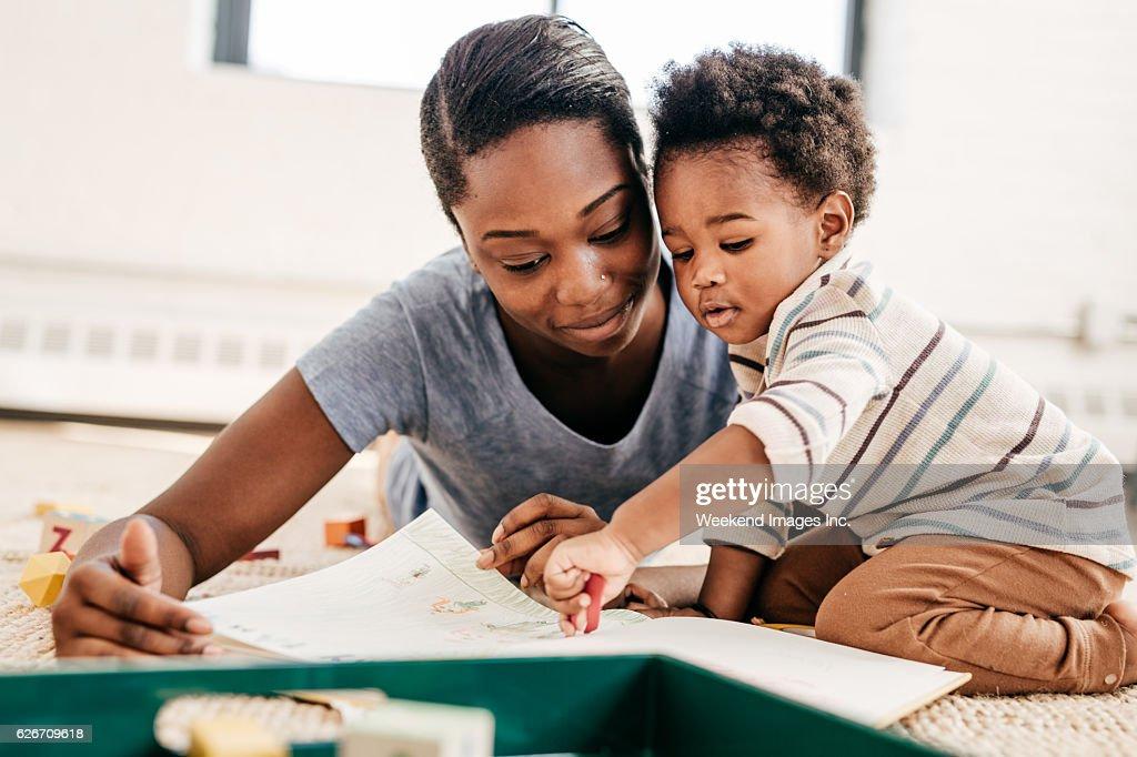 Mom reading for toddler : Stock Photo