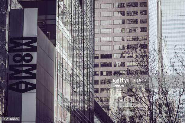 moma building - new york city museum of modern art stock-fotos und bilder