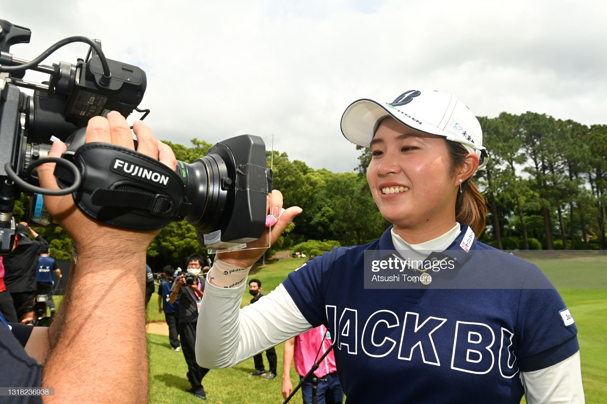 https://media.gettyimages.com/photos/momoko-osato-of-japan-signs-autograph-for-television-crews-after-the-picture-id1318236938?s=2048x2048