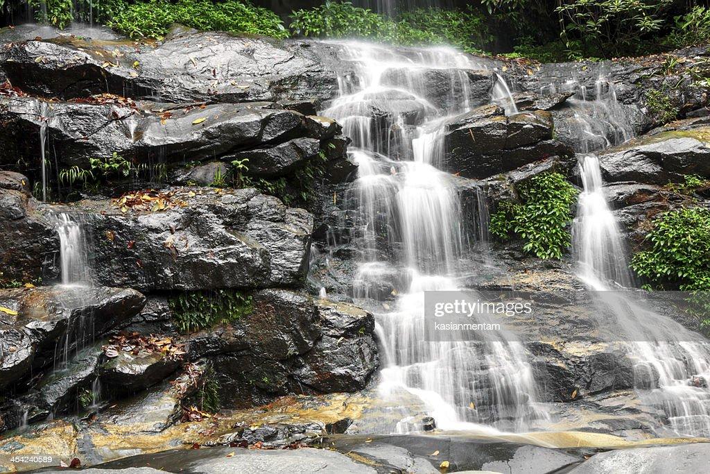 Mon tha than waterfall : Stock Photo